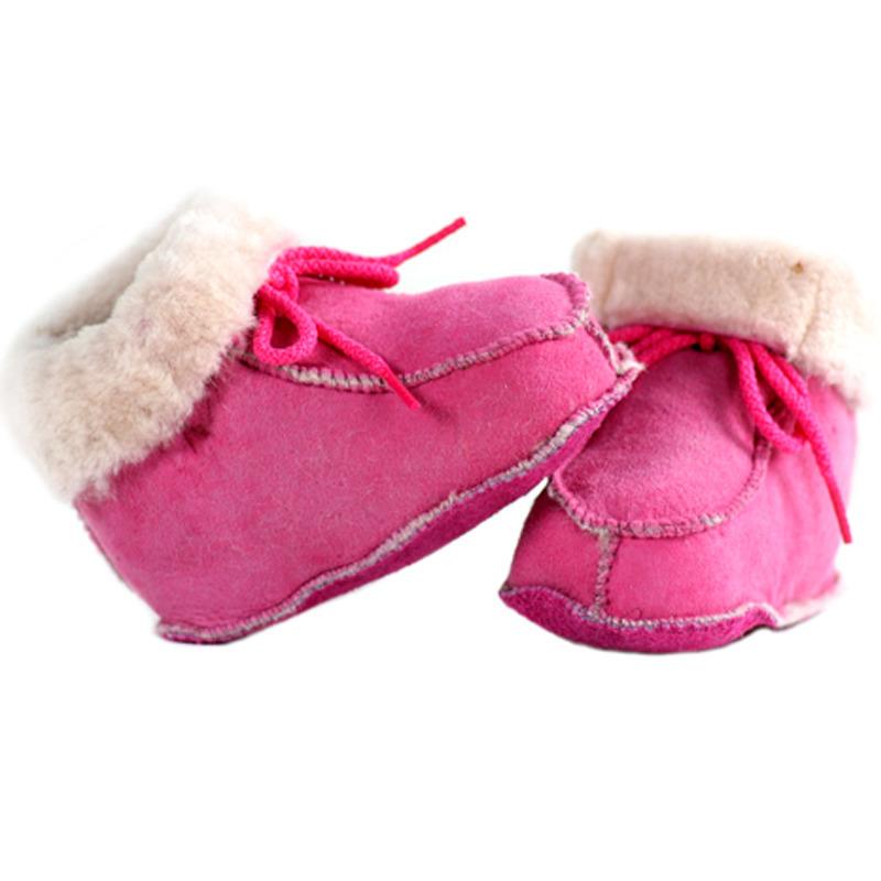 Roze baby pantoffels/sloffen van lamsleer met wol
